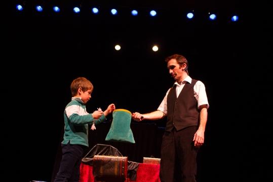 Guilhem le magicien compagnie Magie Gantesque